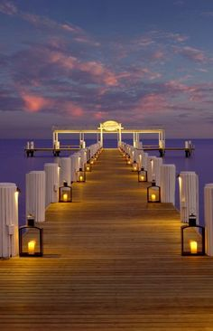 Love the idea of using multiple lanterns to create a lit walkway!  Cheeca Lodge & Spa in Islamorada, #Florida