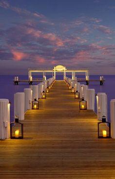 Love the idea of using multiple lanterns to create a lit walkway!  Cheeca Lodge & Spa in Islamorada, #Florida