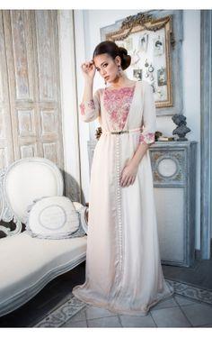 #nouveautés Le #caftan de luxe Farah est disponible dans votre e-shop.