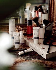🌿 𝐂𝐎𝐍𝐂𝐎𝐔𝐑𝐒 𝐛𝐞𝐚𝐮𝐭𝐞 Hello, J'espère que vous allez bien ! Aujourd'hui j'avais envie de vous faire découvrir ma routine beauté et je vous réserve une petite surprise à la fin ! J'utilise depuis plusieurs semaines maintenant, les produits de la marque @lasourcebio_leanature qui a développé La Source Eau Thermale de Rochefort, une nouvelle marque de cosmétiques bio, avec 99% d'ingrédients d&rsq Photo Instagram, Instagram Feed, La Source, Hui, Ticks, Pageants, Products