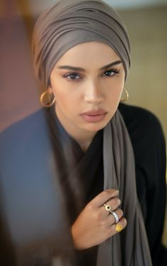Up Styles, Hair Styles, Hijab Niqab, Hair Skin Nails, Beautiful Hijab, Scarf Hairstyles, Silk Scarves, Style Icons, Ships