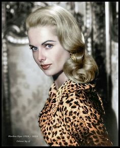 Martha Hyer was an American actress. Old Hollywood Style, Old Hollywood Glamour, Vintage Glamour, Hollywood Stars, Classic Hollywood, Classic Actresses, Hollywood Actresses, Beautiful Actresses, Actors & Actresses
