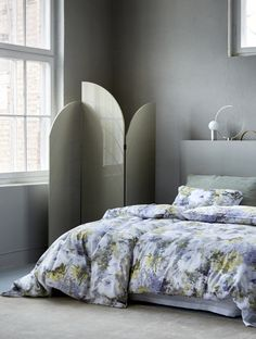 Linens with floral print creates a feminine touch in the bedroom. Satin Bedding, Linen Bedding, Bedclothes, Scandinavian Bedroom, Lounges, Modern Lighting, Home Projects, Comforters, Blanket