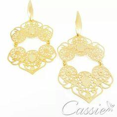 com garantia. Super levinho!!  Confira os outros modelo: www.cassie.com.br ▪⚪▪⚪▪⚪▪⚪▪⚪▪⚪▪⚪▪⚪▪⚪ #Cassie #semijoias #acessórios #moda #fashion #estilo #inspiração #tendências #trends #brincos #olhogrego #brincoslindos #love #pulseirismo #lookdodia #zircônias #folheado #dourado #brincoleque #brincoleve #colar #pulseiras #berloques #charms #maxibrinco #anellove #mandala #marsala