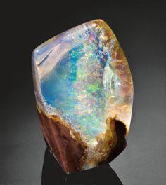 CONTRA LUZ OPAL - 2,290 CARATS Opal Butte, Morrow Co., Oregon, USA