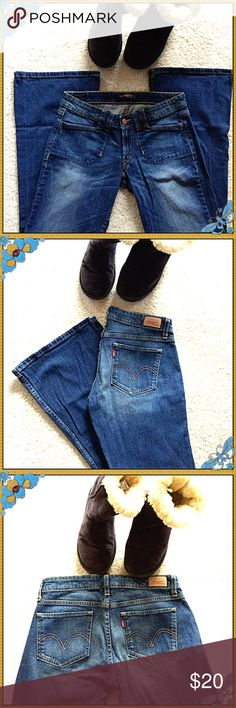 LEVI'S Bootcut 524 Jeans  LEVI'S too superlow 524 Jeans  are The Perfect Match for Boots and Booties. These Jeans are in Nearly New Excellent Condition!  Levi's Jeans Boot Cut