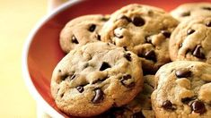 Chocolate Chip Cookies A Chocolate Chip Cookie Secret You Want to Know Chocolate Chip Cookies. Everybody wants to achieve perfection when baking chocolate chip cookies. Ww Desserts, Healthy Desserts, Dessert Recipes, Ww Recipes, Cookie Recipes, Copycat Recipes, Cookie Tips, Cookie Ideas, Chocolate Chip Cookies