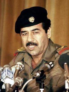 Saddam Hussein Millioner af døde: 2,1. Iraks præsident og diktator 1979 -2003. Shiitiske religiøse ledere, som nægtede at underkaste sig, blev brutalt myrdet. Mange tusinde blev arresteret og tortureret. S.H. brugte kemiske våben mod kurdiske landsbyer i Irak i 80erne, invaderede nabolandet Iran, startede 8 års middelalderlig krig der endte uafgjort. I 90erne invaderedes Kuwait, hvilket var endnu en dårlig idé.