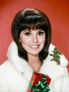 Marlo Thomas as That Girl 1966 Marlo Thomas, Hair Flip, 1960s Fashion, In Hollywood, Actors & Actresses, Classy, Flipped Hair, Celebrities, Hair Styles
