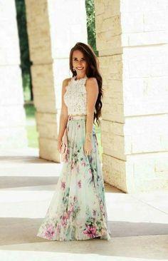 La combinación de top y falda de fiesta es uno de los looks favoritos para  invitadas.Sin embargo f8251ec14ce0