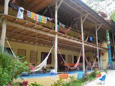 Es un hostal en Costa Rica. No cuesta mucho para estar en un hostal.
