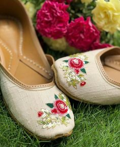 A Summer Romance, when everything is prettier, happier and in some cases shinier with a delicate sequin work of roses 🌹 🌹🌹 Wedding Shoes Heels, Bridal Shoes, Dream Shoes, Crazy Shoes, Cute Shoes, Me Too Shoes, Heeled Boots, Shoe Boots, Shoes Sandals