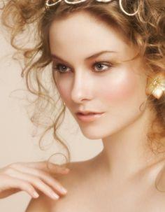 We love this #rosy glow #makeup look @BLOOM.COM