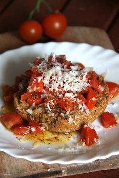 Friselle Pugliesi con pomodorini, acciughe e riccioli di caciocavallo