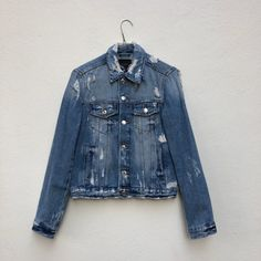 Enjoy a cool denim jacket, before switching to the coziness of a winter coat. Sell Your Stuff, Stuff To Buy, Winter Coat, Blue Jeans, Denim, Jackets, Fashion, Down Jackets, Moda