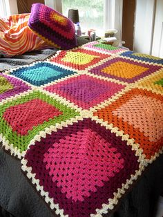 Big big Color Blocks blanket made by crochet86. Free Classic Granny Square pattern by Purl Soho.