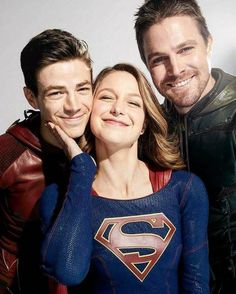 A rare photo of the arrow smiling. And then there's that flash and Supergirl just being them.