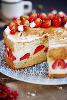 """""""Healthified"""" strawberry shortcake squares - less fat, fewer calories, less sat fat than the original recipe. A fresh look at a summertime favorite using Bisquick Heart Smart® mix. It's short on fat and berry delicious! From eatbetteramerica. Individual Desserts, Köstliche Desserts, Summer Desserts, Healthy Desserts, Delicious Desserts, Dessert Recipes, Healthy Recipes, Healthy Cooking, Healthy Meals"""