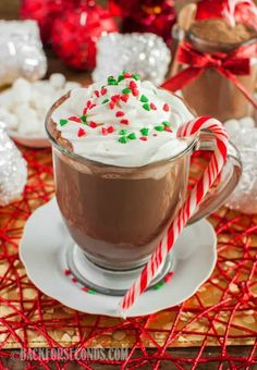 I don't want to sound dramatic, but this is the World's Best Homemade Hot Cocoa Mix! It makes rich, creamy, perfect hot chocolate. Great gift idea, too! Homemade Hot Chocolate, Hot Chocolate Bars, Hot Chocolate Recipes, Chocolate Gifts, Homemade Food, Diy Food, Christmas Hot Chocolate, Cocoa Recipes, Hot Cocoa Mixes