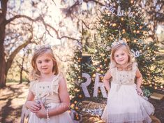 Christmas tree holiday mini session with Tara Merkler Photography in Central Florida