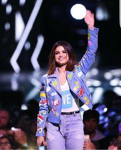221d1086add095 Selena Gomez hosting the WE day Selena Gomez Clothes