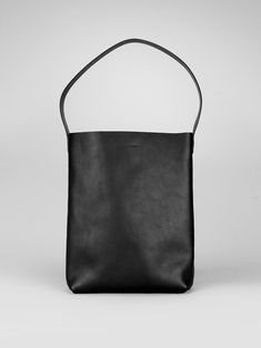 Experts at minimal leather bags, backpacks and accessories, handmade in England
