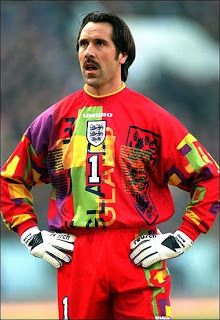 It's too late for Peter Shilton and David Seaman but perhaps Robert Green or David James can make amends on their behalf. Sports psychologists believe that England's goalkeeper should change his Classic Football Shirts, Retro Football, Vintage Football, Football Kits, Football Soccer, British Football, National Football Teams, David Seaman, Goalkeeper Shirts