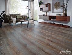 Charmant handveredelt   Geräuchert   gebrauchsfertig oxidativ Weiss geölt LÄNGE: 1950   2400 mm BREITE: 260 mm STÄRKE: 13 mm SYSTEM: Nut und Feder mit Fase AUFBAU: 2-Schicht Gutsboden #hafroedleholzböden #parkett #böden #gutsboden #landhausdiele #bödenindividuellwiesie #vinyl #teakwall #treppen #holz #nachhaltigkeit #inspiration Hardwood Floors, Flooring, Vinyl, Inspiration, Glamour, Wood Floor, Floor Covering, Stairways, Sustainability