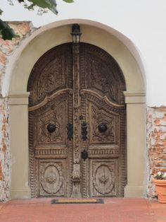 Pretty serious set of doors Arched Doors, Arched Windows, Entrance Doors, Doorway, Windows And Doors, Portal, Medieval Door, Gate Handles, Decorative Doors