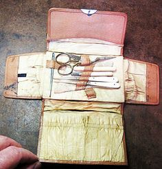 pre 1960 : compact German leather folding Sewing Case with handle and silk lining. Case has a couple or pouches for needle packets and thread winders. Includes four German bone handled tools (awl, hook, needle case, pencil marker), a bodkin, a bone thread winder and sharp scissors.
