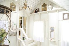 happilyフォトスタジオ:撮影ルーム:Small house。秘密の小部屋を思わす雰囲気は、もちろんフォーマルな男の子にもお似合いです。