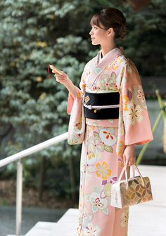 千總 小紋 美しいキモノ2017冬 Japanese Costume, Japanese Kimono, Japanese Outfits, Japanese Fashion, Geisha, Japan Outfit, Fantasy Gowns, Chinese Clothing, Event Dresses