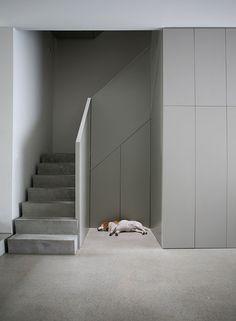 Treppe ums Eck mit Absatz