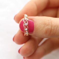5 DIY Easy Rings - Braided & No Tools! - Jewls n things - 5 DIY Easy Rings - Braided & No Tools! I love simple diy projects and simple life hacks so in this tutorial I'll show you just that! I am yet again creating DIY Easy rings and this time I have Bijoux Wire Wrap, Wire Wrapped Jewelry, Beaded Jewelry, Handmade Wire Jewelry, Jewellery Diy, Diy Wire Jewelry Rings, Diy Beaded Rings, Wire Jewelry Earrings, Diy Jewelry To Sell