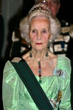 Queen Elizabeth Diamond Bandeau-Sweden, on Princess Lilian from RoyalJewels album in Photobucket  Princess Lilian of Sweden, the Duchess of Halland (born Lillian May Davies on 30 August 1915) was a beauty and fashion model in Britain. In 1976 she married the Swedish Prince Bertil, Duke of Halland (1912–1997), an uncle of king Carl XVI Gustaf of Sweden, after 30 years living together