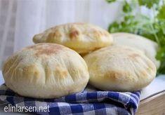 Pitabrød Bread Recipes, Baking Recipes, I Love Food, Good Food, Piece Of Bread, Chapati, Bread Cake, Naan, Bread Baking