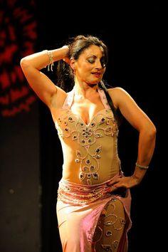 Maha danseuse Orientale Oriental, Wonder Woman, Superhero, Fictional Characters, Women, Fantasy Characters, Wonder Women, Woman