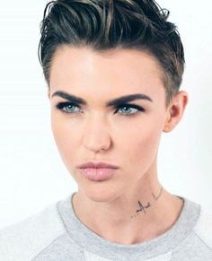 De Lauretis names her subject (one capable of change and of changing conditions). De Lauretis name Rubin Rose, Short Hair Cuts, Short Hair Styles, Androgynous Haircut, Rose Hair, New Haircuts, Orange Is The New Black, Attractive People, Pixie Hairstyles