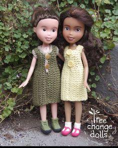 These lovely little Tree Change Dolls are modelling my mum's gorgeous crochet dresses! New crochet pattern available at www.treechangedolls.etsy.com #treechangedolls #crochet #soniasingh #etsy