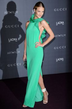 Rosie Huntington-Whiteley en Gucci http://www.vogue.fr/mode/look-du-jour/articles/rosie-huntington-whiteley-en-gucci-1/16469