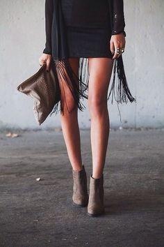 LoLoBu - Women look, Fashion and Style Ideas and Inspiration, Dress and Skirt Look Looks Street Style, Looks Style, Style Me, Ankle Boots Dress, Dress With Boots, Ankle Booties, Ankle Boots With Dresses, Suede Booties, Ankle Boots How To Wear