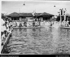FOTO MULT. PISCINA COLEGIO SANTA LIBRADA, ESTUDIANTES COMPITIENDO y 202471. SANTIAGO DE CALI: Biblioteca Departamental Jorge Garces Borrero, 1960. 9X12.