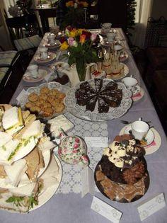 Om mijn verjaardag eens anders te vieren, besloot ik om een high tea te organiseren. In totaal met 17 vrouwen/meiden was het een geslaagde middag! Omdat ik graag bak en geen fan ben van kant-en-klare dingen en vooral niet als het zelf kan worden gemaakt, besloot ik alles zelf te maken. Met de recepten ver …