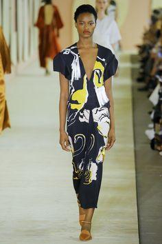 #Roksanda    #fashion   #Koshchenets   Roksanda Spring 2017 Ready-to-Wear Collection Photos - Vogue