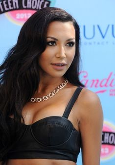 Glee star Naya Rivera hit the turquoise carpet at the Teen Choice Awards last night looking as fierce as ever. But it's not just her Alice + Olivia dominatrix-inspired getup we're crushing on. Look. So chic! So effortlessly glamorous! Naya Rivera Hot, Pretty People, Beautiful People, Beautiful Women, Teen Choice Awards 2013, Celebrity Scandal, Celebrity Moms, Modeling Tips, Celebrity Red Carpet