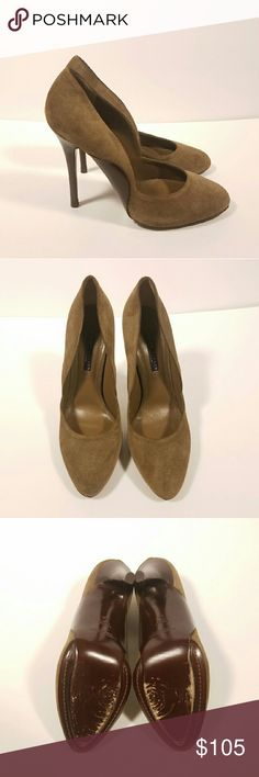 """RALPH LAUREN Purple Label Suede Heels Pumps RALPH LAUREN Collection Purple Label taupe suede heels pumps. Size 9. Made in Italy. Hidden platform for comfort. Heel height 4.75"""" (hidden platform 0.5""""). Retailed for $550! Classic and chic!  Signs of wear and scratches on sole, heels, insole, and suede due to usual wear. Discoloration on suede.  No Trades/No Merc/No PayPal/No Modeling  🌵REASONABLEOFFERS Welcome🌵 Ralph Lauren Purple Label Shoes Heels"""