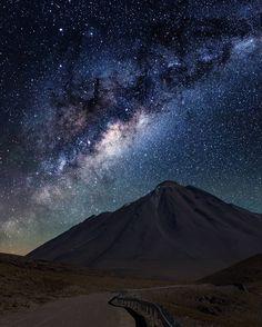 370 отметок «Нравится», 10 комментариев — Victor Lima (@victorlimaphoto) в Instagram: «Volcanos and Stars in Atacama Desert #astrophotography #atacama #atacamadesert #chile…»
