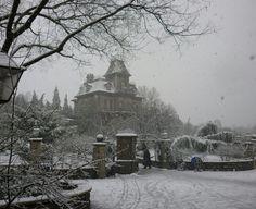 Phantom Manor in the snow - Disneyland Paris