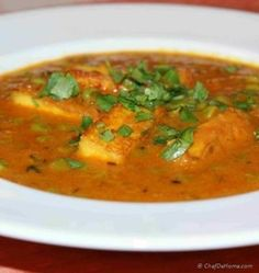 Matar (Peas) Paneer (Indian Cottage Cheese) in Tomato Gravy is a delicious, vegetarian main course dish from Northern part of India. This curry is often served for vegetarian main course in many In. Creamy Asparagus, Creamy Pasta, Asparagus Recipe, Cabbage Curry, Parmesan Cheese Sauce, Vegetarian Main Course, Cooking Cream, Pan Seared Chicken