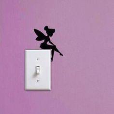 Un hada sobre el interruptor de la luz. Una idea base. Diseña tus propias imágenes a partir de ella.